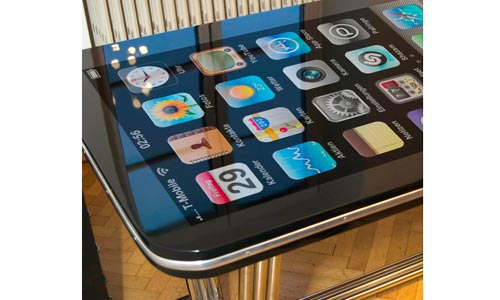 13iphone-table