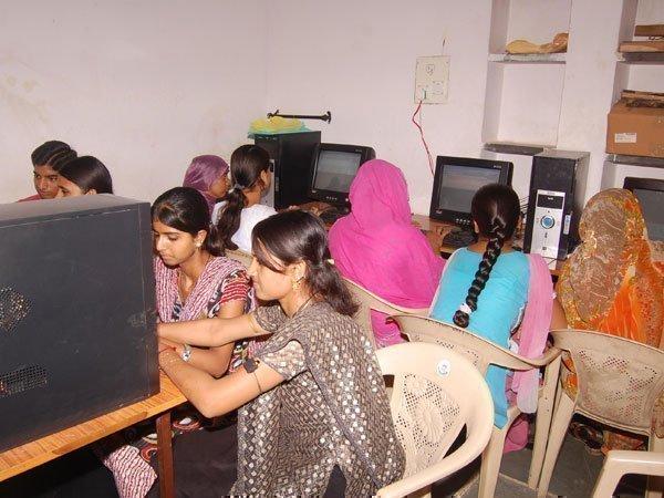 ಭಾರತದಲ್ಲಿ ಇಂಟರ್ನೆಟ್ ಬಳಸುವ ಮಹಿಳೆಯರ ಸಂಖ್ಯೆ ಎಷ್ಟು ಗೊತ್ತಾ?!
