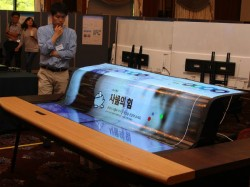 LGಯ ಹೊಸ OLED ಟಿವಿ ಪಾರದರ್ಶಕವಾಗಿದ್ದು, ಮಡಚಬಹುದಂತೆ..!!!